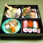特製寿司松花堂弁当 握り3ヶ・巻物・焼き物・揚げ物・煮物 ・・・・・2,100円